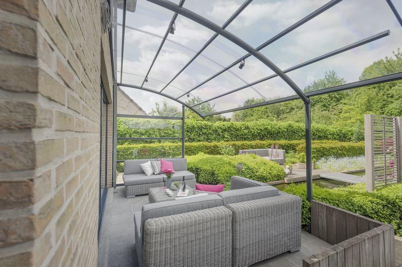 Profitez plus de votre terrasse avec un auvent bozarc - Proteger sa terrasse des regards ...