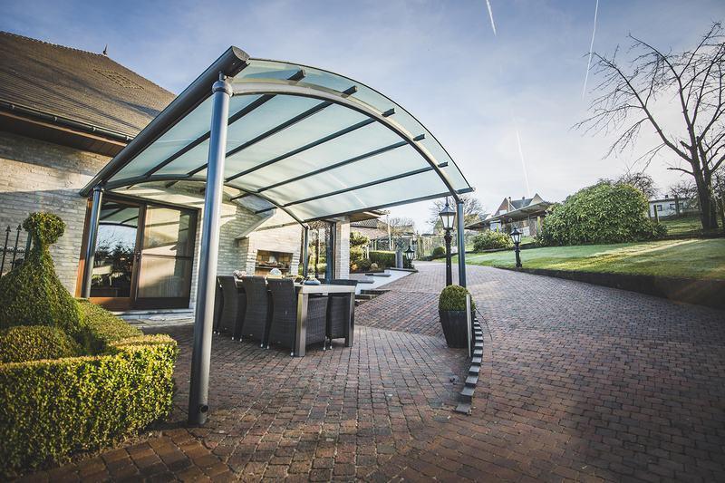 Un abri de terrasse moderne l gant et pratique bozarc - Photo de terrasse moderne ...