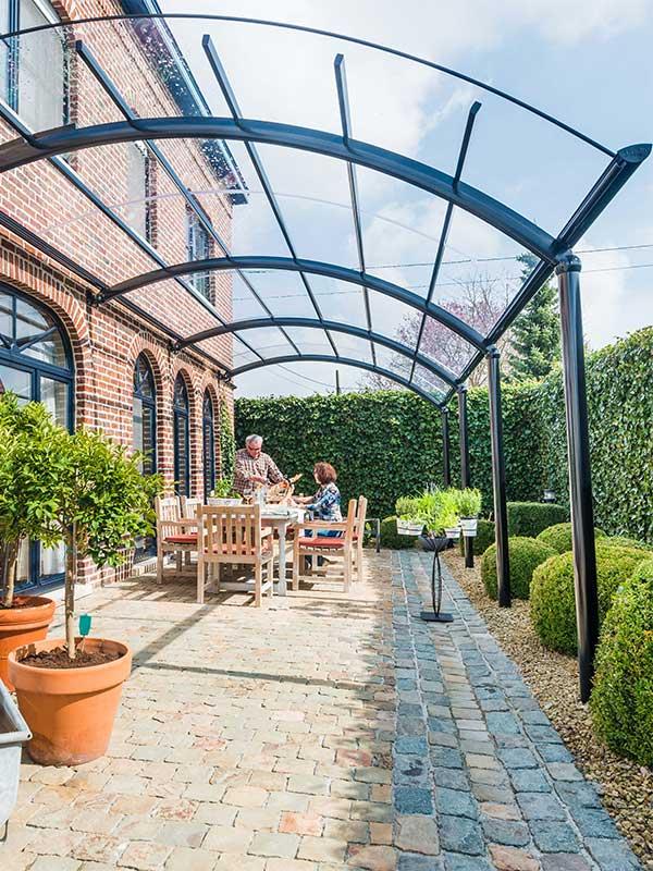 Auvent de terrasse en aluminium : profitez-en au maximum | BOzARC