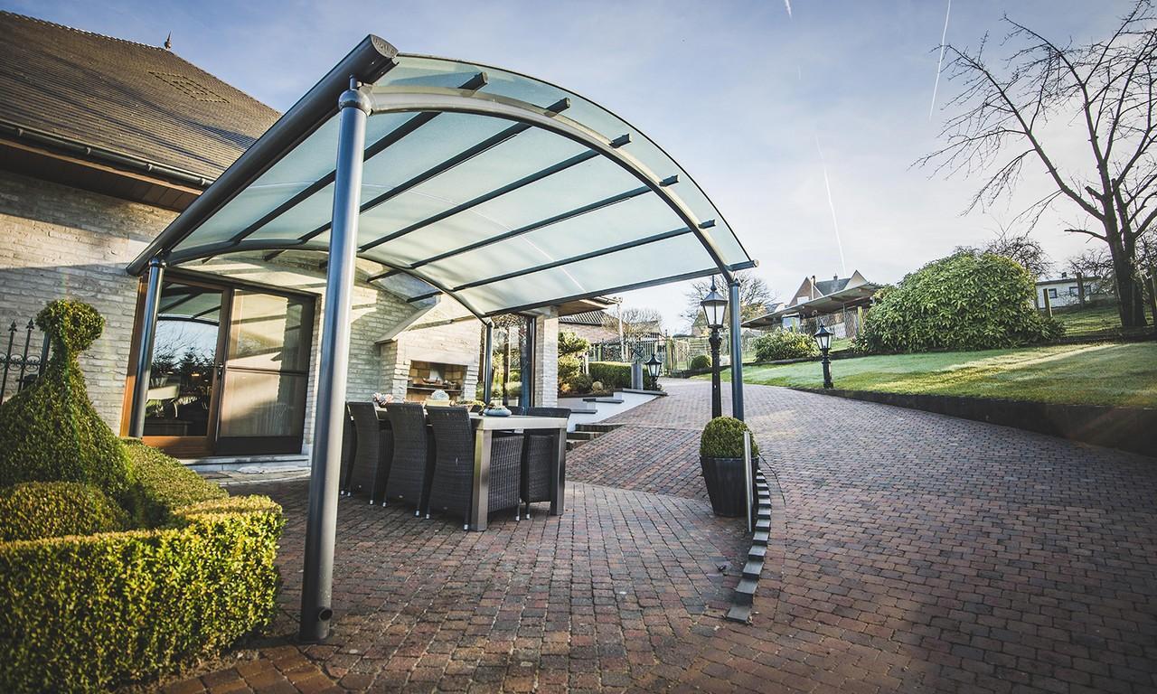 Un auvent de terrasse design au meilleur prix bozarc for Auvent de jardin en toile