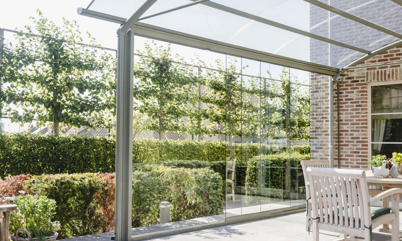 Aluminium terrasoverkappingen om volop te genieten van het buitenleven bozarc for Terras op een helling
